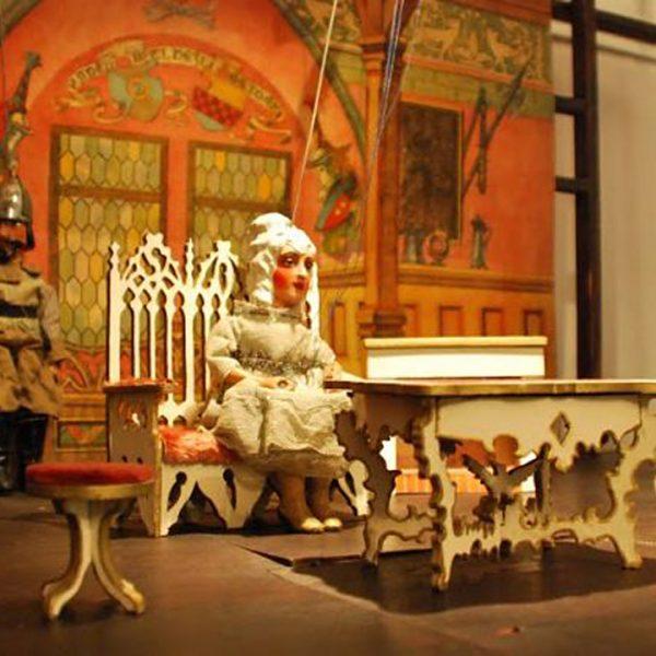 Penzión U Huberta je neďaleko unikátneho múzea bábok a hračiek SNM v Modrom Kameni