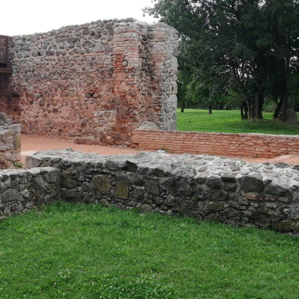 Pustý kostol Veľká Čalomija - len niekoľko kilometrov od Penziónu U Huberta