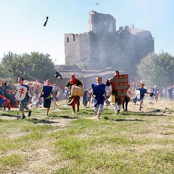 Hollóköi vár - slávnosti, asi 40 km od Penziónu U Huberta, v Maďarsku