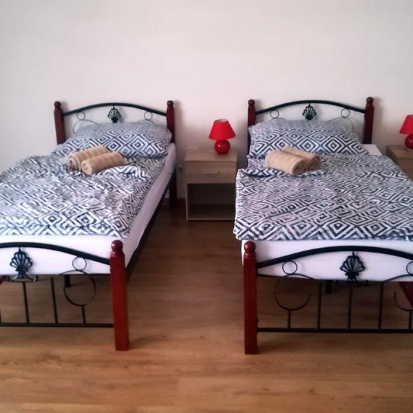 Penzión U Huberta - dispozičné riešenie izby s oddelenými posteľami