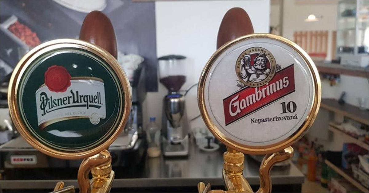 Plzenské značky piva sa v reštaurácii Penziónu U Huberta čapujú aj pri sledovaní Ligy majstrov