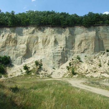 Piesková baňa pri obci Príbelce - asi 20 min. cesty od Penziónu U Huberta