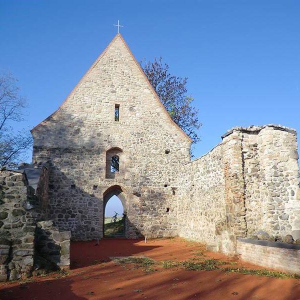 Pustý kostol pri obci Veľká Čalomija - 10 min. cesty od Penziónu U Huberta