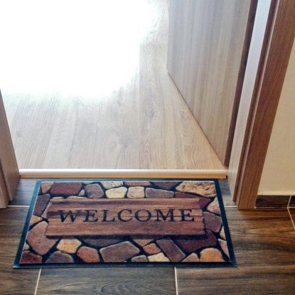 Penzión U Huberta - pri vstupe do izby vás víta v každom počasí kvalitná rohožka