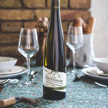 Posedenie pri dobrom domácom víne z lokality je zážitok