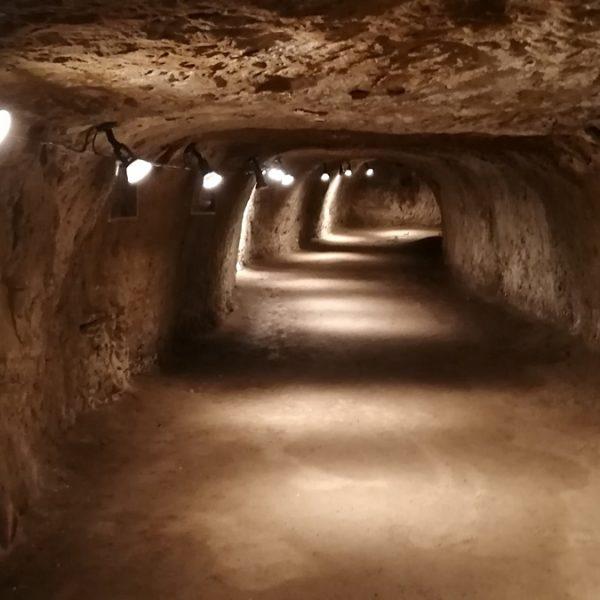 Chodby v podzemí kaštieľa v Modrom Kameni