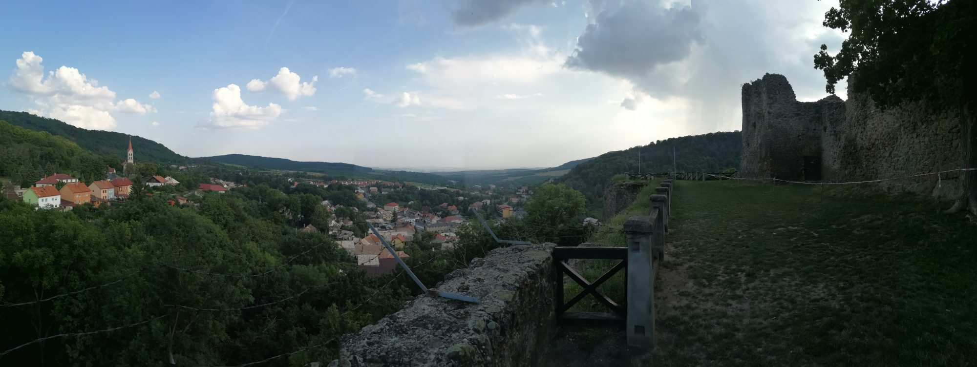 Modrý Kameň -pohľad spod hradieb na mestečko