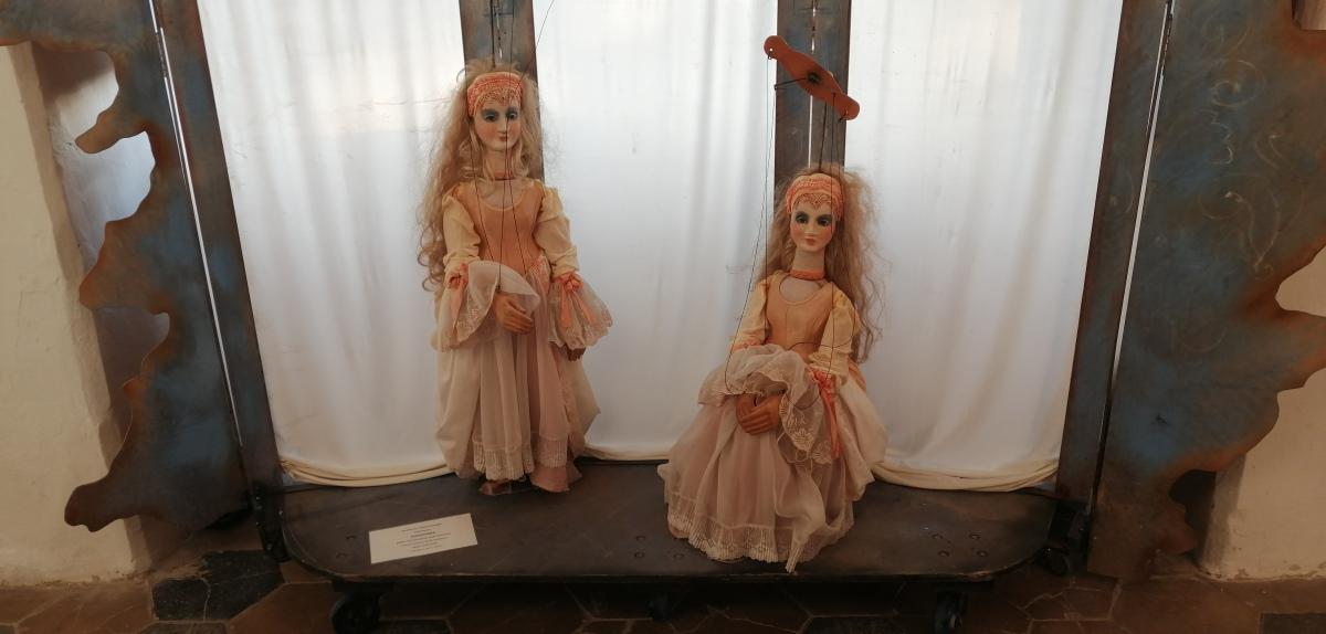 Modrý Kameň - Múzeum hračiek - marionety z rozprávky Zlatovláska