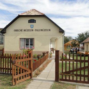 Obecné múzeum Veľká Čalomija - upravený a zrekonštruovaný typický dom s verandou